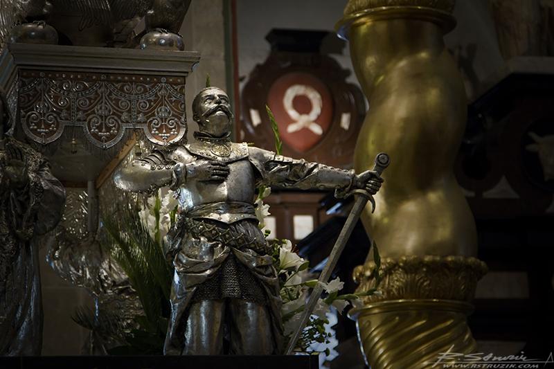 Gniezno, Archikatedra. Jeden ze strażników spokoju świętego... Wojciecha oczywiście.